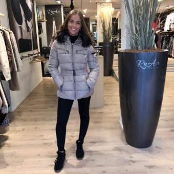 LaNorsa dons beige coat